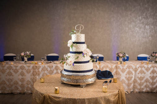 Akron Wedding Photo of a cake at Todaro's.