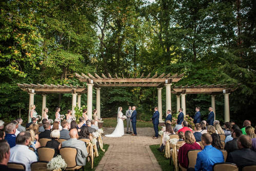 Akron Wedding Photo of an outdoor ceremony at Todaro's.