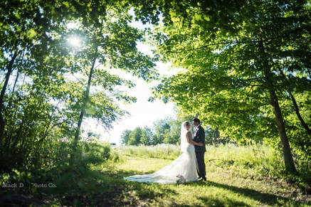 Akron Wedding Photo of a bride and groom at Watersedge Vineyard.