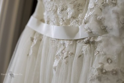 Pretty details on a wedding dress